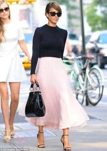 Jessica Alba Street Style