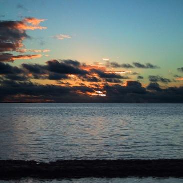 moorea-sunset-1254373-640x480